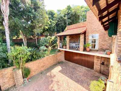 3 Bedroom Apartment For Sale In Pretoria East - gallery_image1.jpg