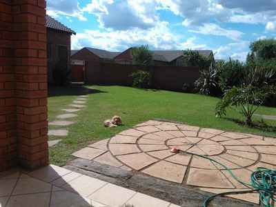 2 Bedroom Town House To Rent In Pretoria - gallery_image1.jpg