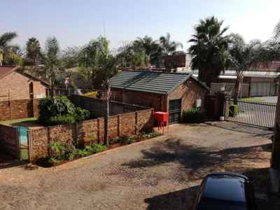 2 Bedroom Town House For Sale In Rooihuiskraal North - gallery_image1.jpg