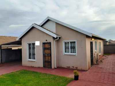 3 Bedroom House For Sale In PRETORIA - gallery_image1.jpg