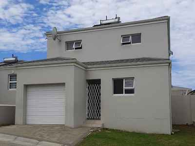 3 Bedroom Town House For Sale In Nahoon Valley Park - gallery_image1.jpg