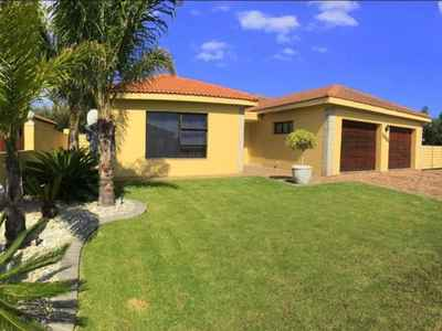 3 Bedroom Town House For Sale In Sandbaai - gallery_image1.jpg