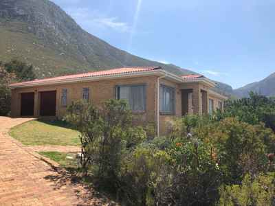 3 Bedroom House For Sale In Betty's Bay - gallery_image2.jpg