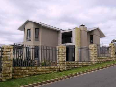 4 Bedroom House For Sale In Mossel Bay Central - gallery_image1.jpg