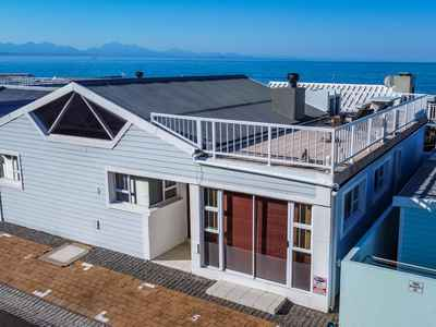 3 Bedroom House For Sale In Mossel Bay Central - gallery_image1.jpg