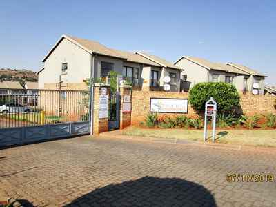 2 Bedroom Apartment To Rent In Noordheuwel - gallery_image1.jpg