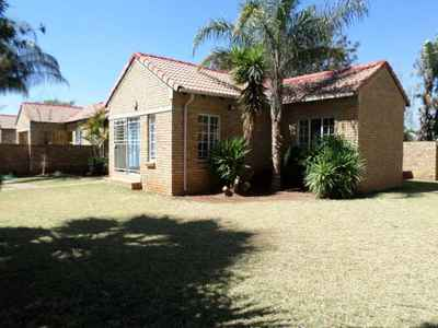 3 Bedroom Town House For Sale In PRETORIA - gallery_image1.jpg