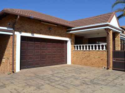 3 Bedroom House For Sale In Thatchfield Estate - gallery_image1.jpg