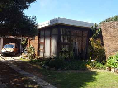 4 Bedroom House For Sale In Bluewater Bay - gallery_image1.jpg