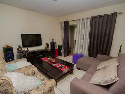 2 Bedroom Apartment For Sale In Bloubosrand - gallery_image3.jpg