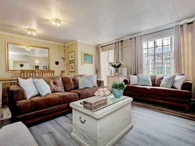 3 Bedroom Town House For Sale In Northcliff - gallery_image4.jpg
