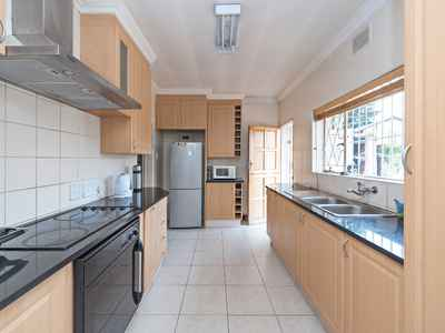 3 Bedroom House For Sale In Eastleigh - gallery_image1.jpg