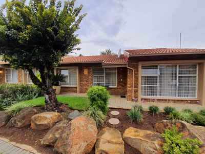 2 Bedroom Town House For Sale In Brackendowns - gallery_image1.jpg