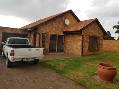 2 Bedroom Town House For Sale In Kempton Park - gallery_image1.jpg