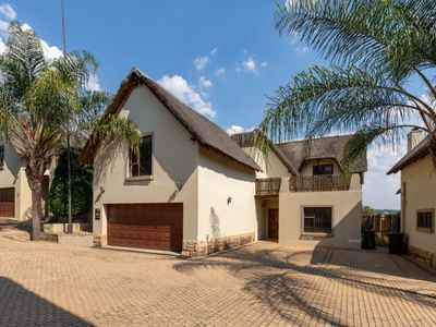 3 Bedroom House For Sale In Sandton - gallery_image1.jpg