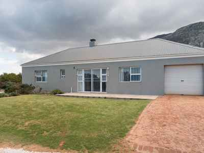 2 Bedroom House For Sale In Betty's Bay - gallery_image1.jpg