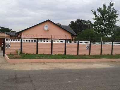 4 Bedroom House For Sale In JOHANNESBURG - l2eL.jpg