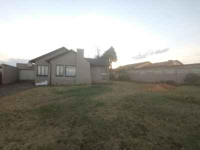 4 Bedroom House To Rent In Witpoortjie - zFqz.jpg
