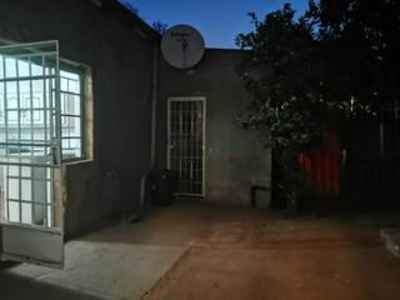 2 Bedroom House To Rent In Krugersdorp North - gallery_image1.jpg