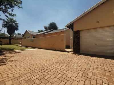 4 Bedroom House To Rent In Roodepoort - LTGF.jpg