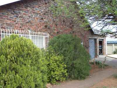 4 Bedroom Apartment To Rent In Bloemfontein - gallery_image1.jpg