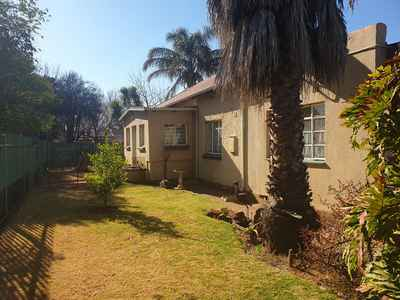3 Bedroom Apartment For Sale In Brakpan Central - gallery_image1.jpg