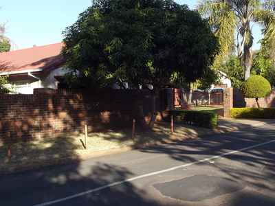 4 Bedroom Apartment To Rent In Protea Park - gallery_image1.jpg