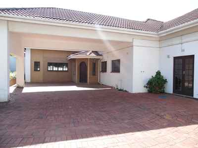 4 Bedroom House To Rent In Umhlanga Rocks - gallery_image1.jpg