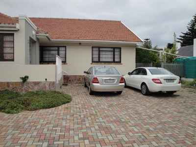 3 Bedroom Town House To Rent In Summerstrand - gallery_image1.jpg