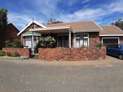 2 Bedroom Town House To Rent In Bloemfontein - gallery_image1.jpg