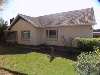 4 Bedroom House To Rent In Edenvale - gallery_image1.jpg