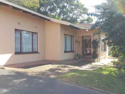 2 Bedroom Town House For Sale In Uvongo - gallery_image1.jpg