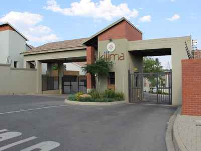 3 Bedroom Town House For Rent In Kyalami - gallery_image1.jpg