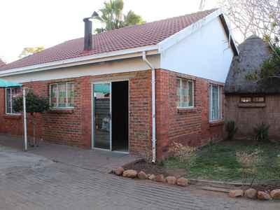 2 Bedroom House For Sale In Rustenburg Central - gallery_image1.jpg