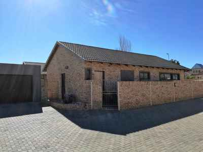 3 Bedroom Town House To Rent In Bloemfontein - gallery_image1.jpg