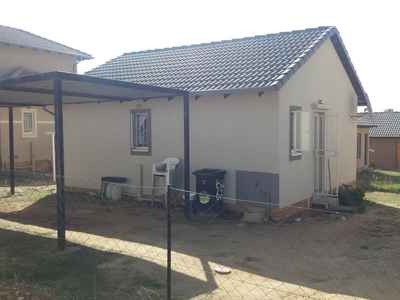 2 Bedroom House For Sale In Bloubosrand - gallery_image1.jpg