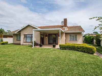 4 Bedroom House For Sale In Pinelands - gallery_image1.jpg