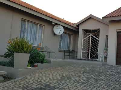 3 Bedroom Apartment For Sale In Die Heuwel - gallery_image1.jpg