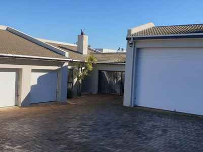 4 Bedroom House To Rent In Plattekloof - gallery_image1.jpg